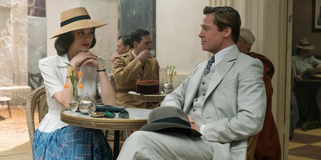 GOD TONE: I forbindelse med innspillingen av «Allied», skal Marion Cotillard og Brad Pitt ha funnet tonen. Kjemien mellom dem skal ha vært elektrisk på filmsettet. Foto: United International Pictures/ Filmweb.no