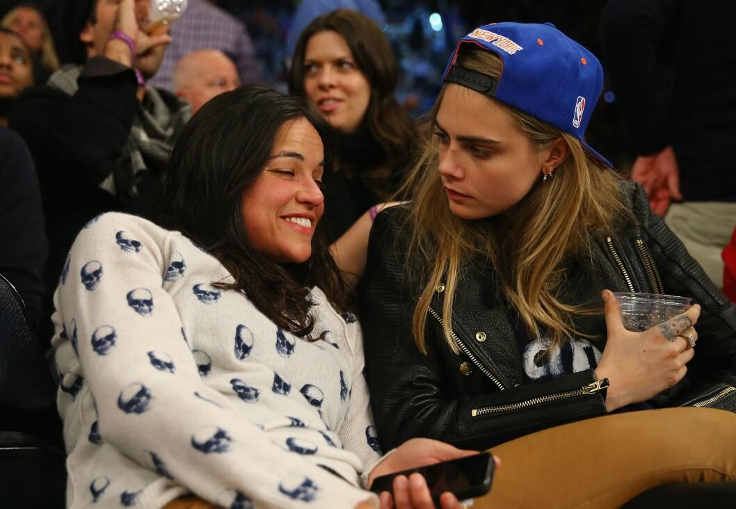 EKSEN: I starten av 2014 hadde Cara et kort forhold med skuespiller Michelle Rodriguez.  Foto: Afp