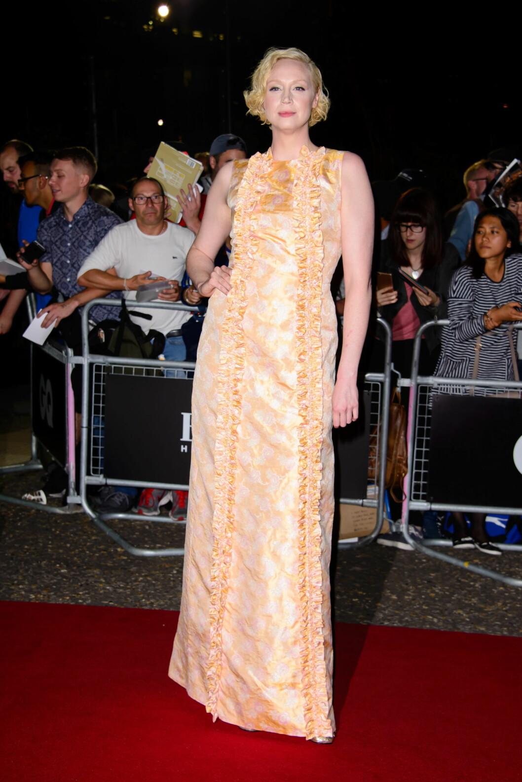 FEIENDE FLOTT: Gwendoline Christie er mest kjent som den beinharde krigeren Brienne fra «Game of Thrones». På GQ-Awards viste hun sine mer feminine sider. Foto: Zuma Press