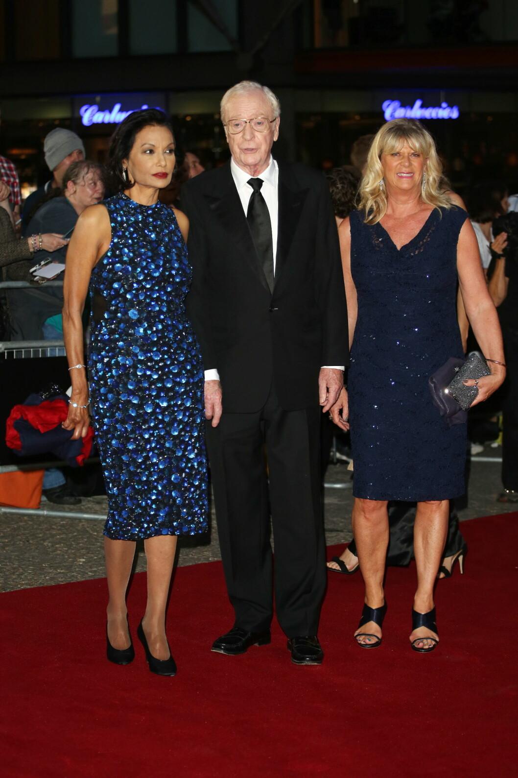 KASTET GLANS: Skuespillerlegenden Michael Caine hadde med seg kona Shakira Caine og fikk prisen for å være Årets legende.  Foto: wenn.com