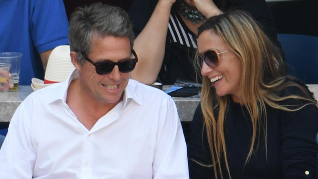 I LOVE HUGH: Det var ingenting å si på stemningen mellom Hugh Grant og Anna Eberstein, da de møtte opp for å se på US Open. Foto: Rex Features