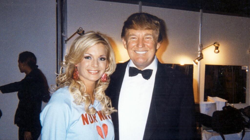 MØTTE TRUMP: Donald Trump ble sjarmert av Kathrine Sørland, da hun deltok i miss Universe-finalen i 2004. Men Kathrine takket to ganger nei til å besøke milliardæren i New York. Foto: Se og Hør