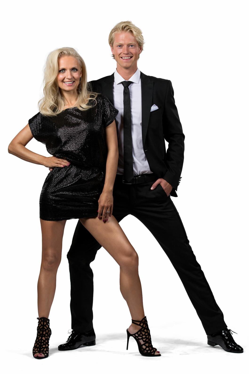TRØBLETE FOTTØY: Eilev Bjerkerud innrømmer at det er uvant å danse med «høye hæler», noe som innimellom går utover dansepartner Nadya Khamitskaya. Foto: Espen Solli/ TV 2