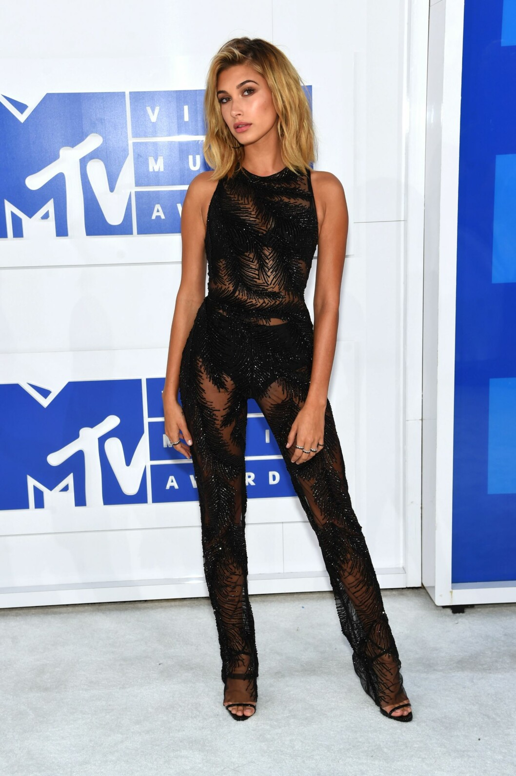 NEW YORK, NY - AUGUST 28: Model Hailey Baldwin attends the 2016 MTV Video Music Awards at Madison Square Garden on August 28, 2016 in New York City.   Jamie McCarthy/Getty Images/AFP == FOR NEWSPAPERS, INTERNET, TELCOS & TELEVISION USE ONLY == Foto: Afp