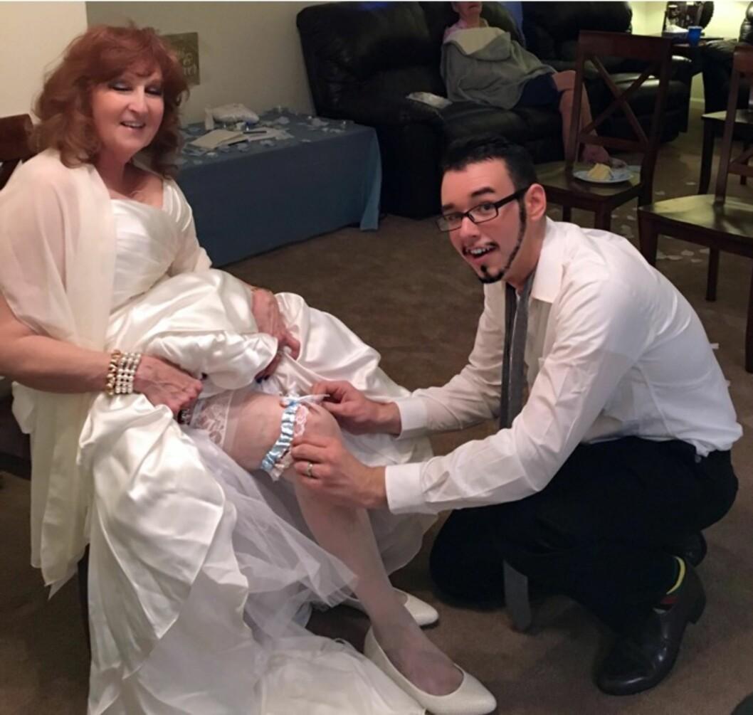 BRYLLUP: Gary organiserte bryllup på seks dager - for 2300 kroner. Kjolen var lånt. Foto: Press Association