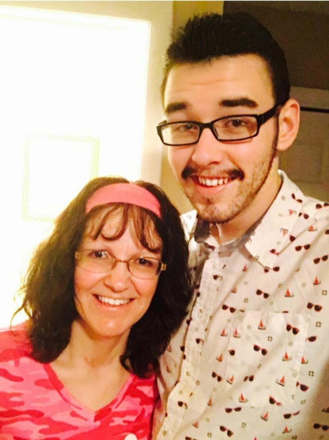 FÅR MAMMAS STØTTE: Garys mamma Tammy er mye yngre enn sønnens kone - men hun støtter sønnen fullt ut. I Tennesse kan man gifte seg når man har fylt 16 - dersom foreldrene godkjenner det.  Foto: Press Association