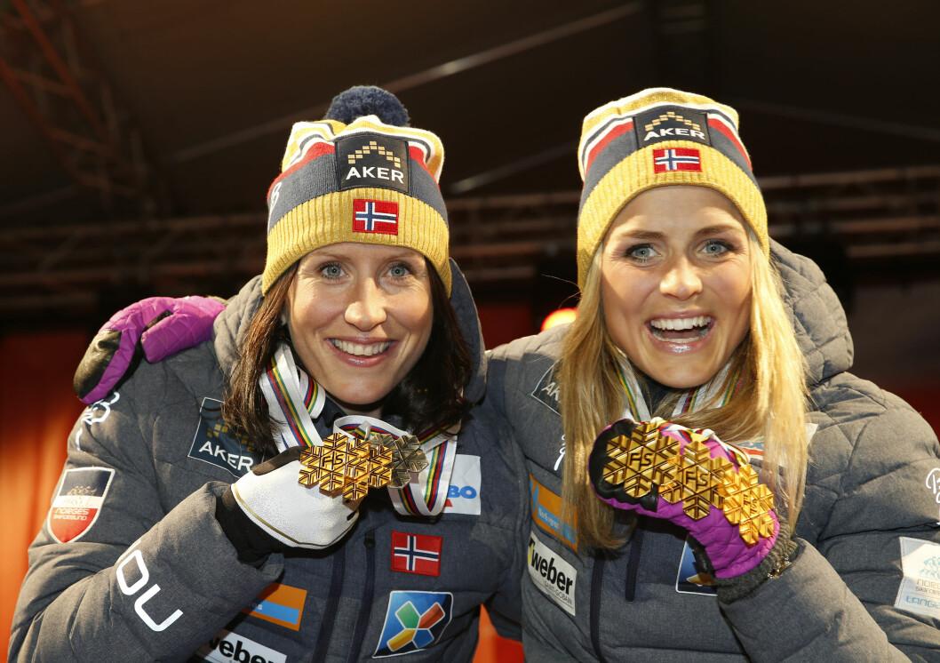 <strong>NÆRT FORHOLD:</strong> Marit Bjørgen og Therese Johaug er både langrennskolleger og venninner. Her er de avbildet sammen under Ski-VM i Falun i fenruar 2015, der de begge tok flere gjeve medaljer. Foto: NTB scanpix