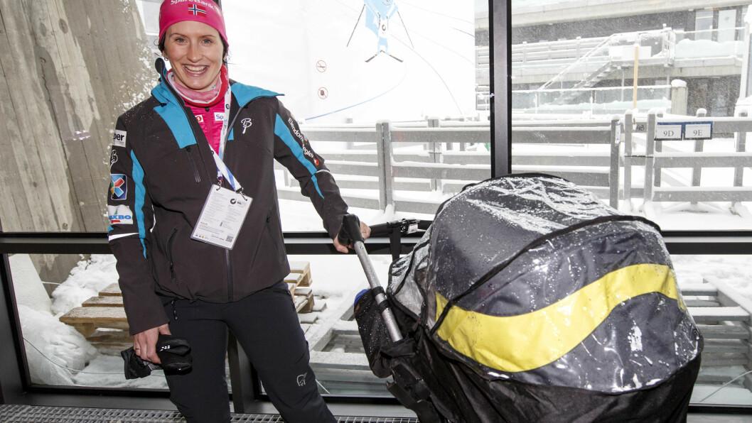 <strong>«MYK» MAMMA:</strong> Skiløper Marit Bjørgen åpner seg overfor Dagbladet om hvordan morsrollen har endret henne. Her er hun og sønnen Marius (i vogna) på pressemøte under VM i skiskyting i Oslo i våres. Foto: NTB scanpix