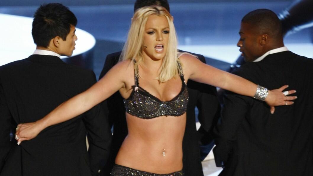 LITE VELLYKKET: Popstjernen Britney Spears fikk mye negativ oppmerksomhet etter hennes opptreden under MTV Video Music Awards i 2007.  Foto: REUTERS