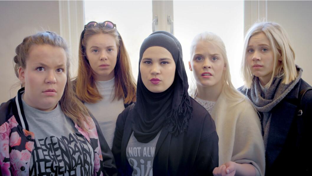 DYKTIG: Ulrikke Falch slo gjennom skuespiller i SKAM. Her med medskuespillerne Chris (Ina Svenningsdal), Eva (Lisa Teige), Sana (Iman Meskini) Vilde (Ulrikke Falch) og Noora (Josefine Frida Pettersen).  Foto: NRK