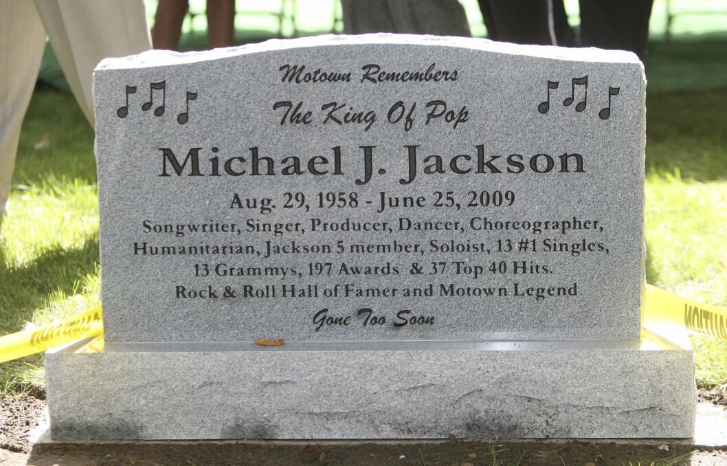 HANS STORE IDOL: Justin Bieber har flere ganger uttalt at hans store musikkidol er avdøde Michael Jackson. Nå vurderer han muligheten for å begraves på samme sted som ham.  Foto: AP