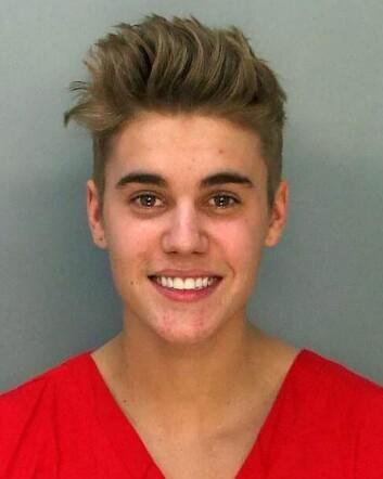 RAMPETE FORTID: Justin Bieber smilte bredt da han ble arrestert for fyllekjøring i starten av januar. I ettertid har han unnskyldt sin rebelske oppførsel.  Foto: SWNS