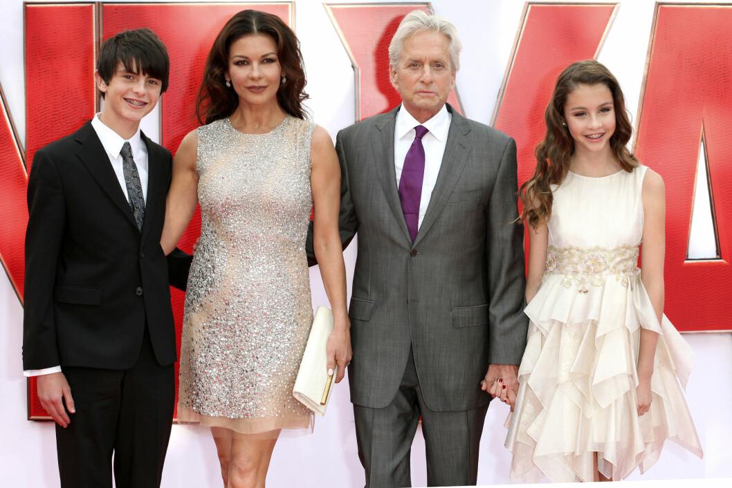 FAMILIELYKKE: Catherine Zeta-Jones og Micheal Douglas giftet seg i 2000. De har sønnen Dylan og datteren Carys sammen.  Foto: DPA