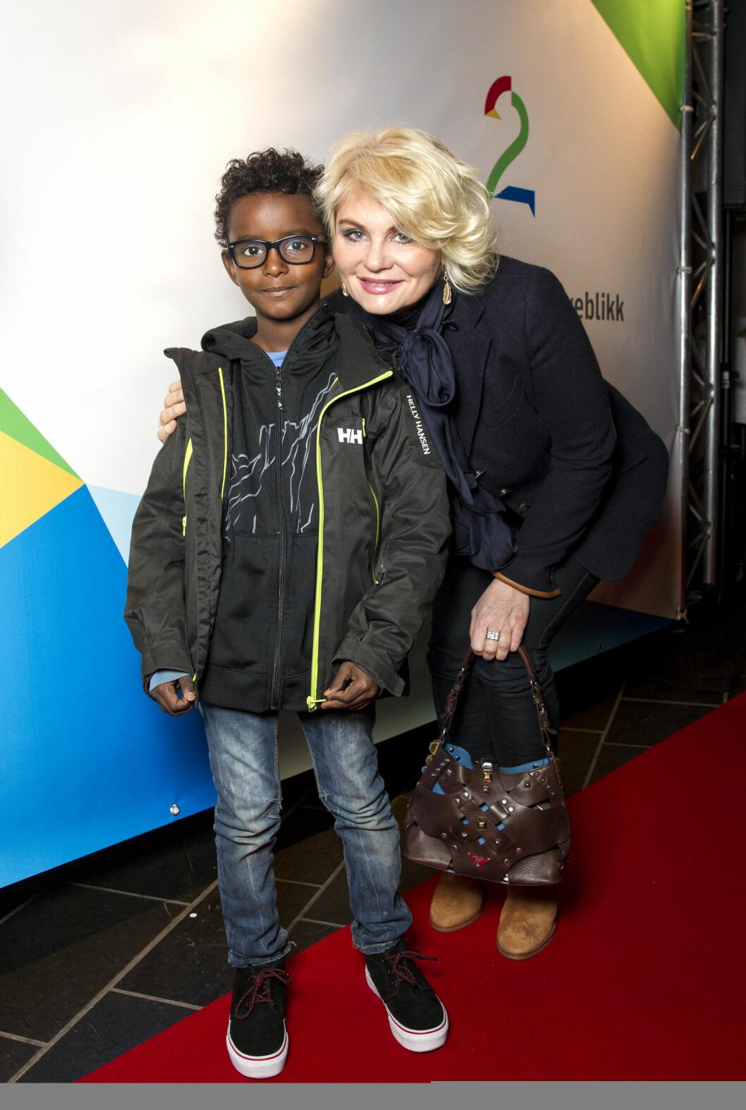 REDD: Mia Gundersen frykter sønnen Daniel skal oppleve rasisme. Foto: Andreas Fadum