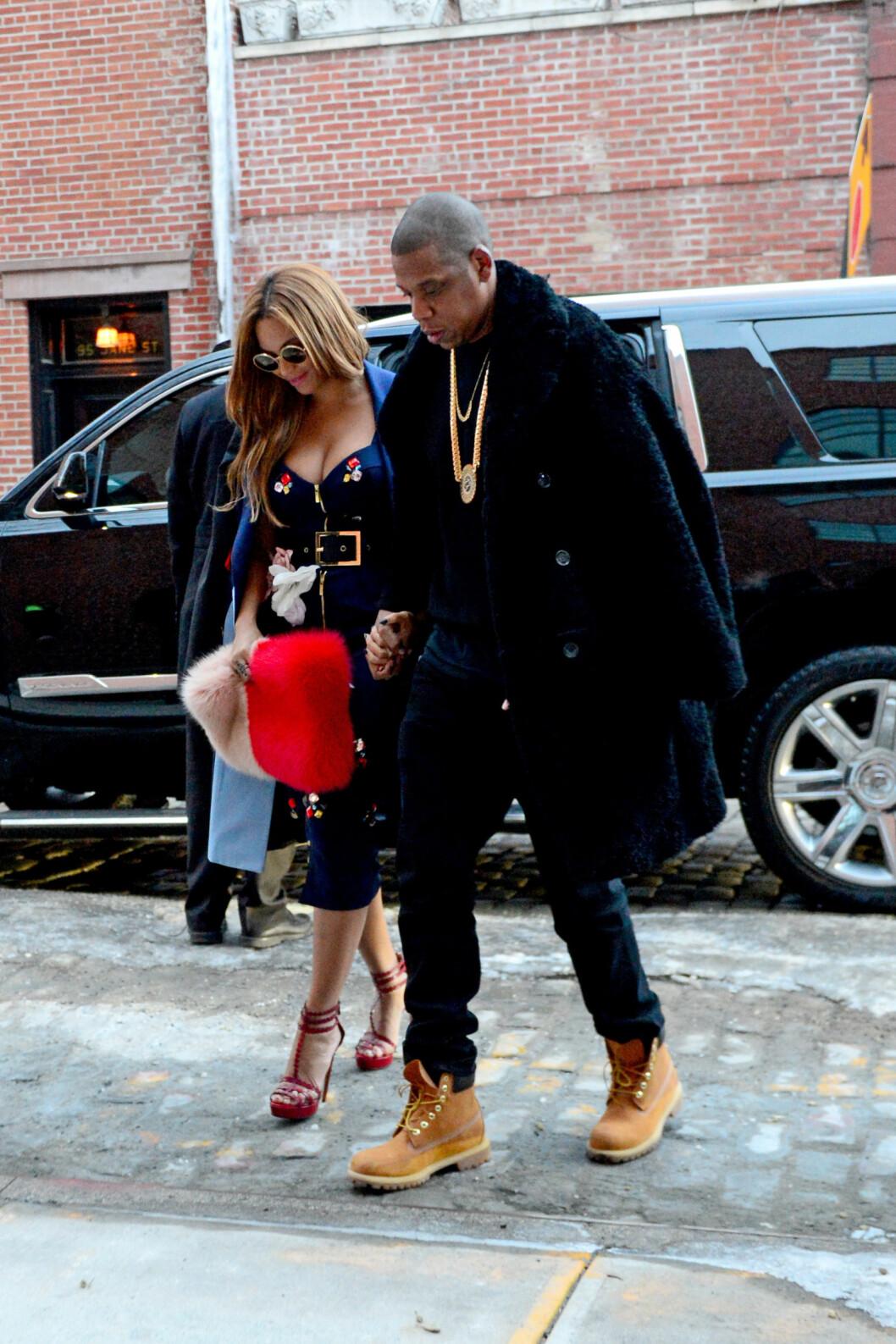 KASTET GLANS: Beyoncé Knowles og Jay Z skal ha hatt et noe anstrengt forhold til Kanyes kone Kim, men de satt på første rad under Kanye Wests Yeezy-visning torsdag. Her etter showet.  Foto: Stella Pictures