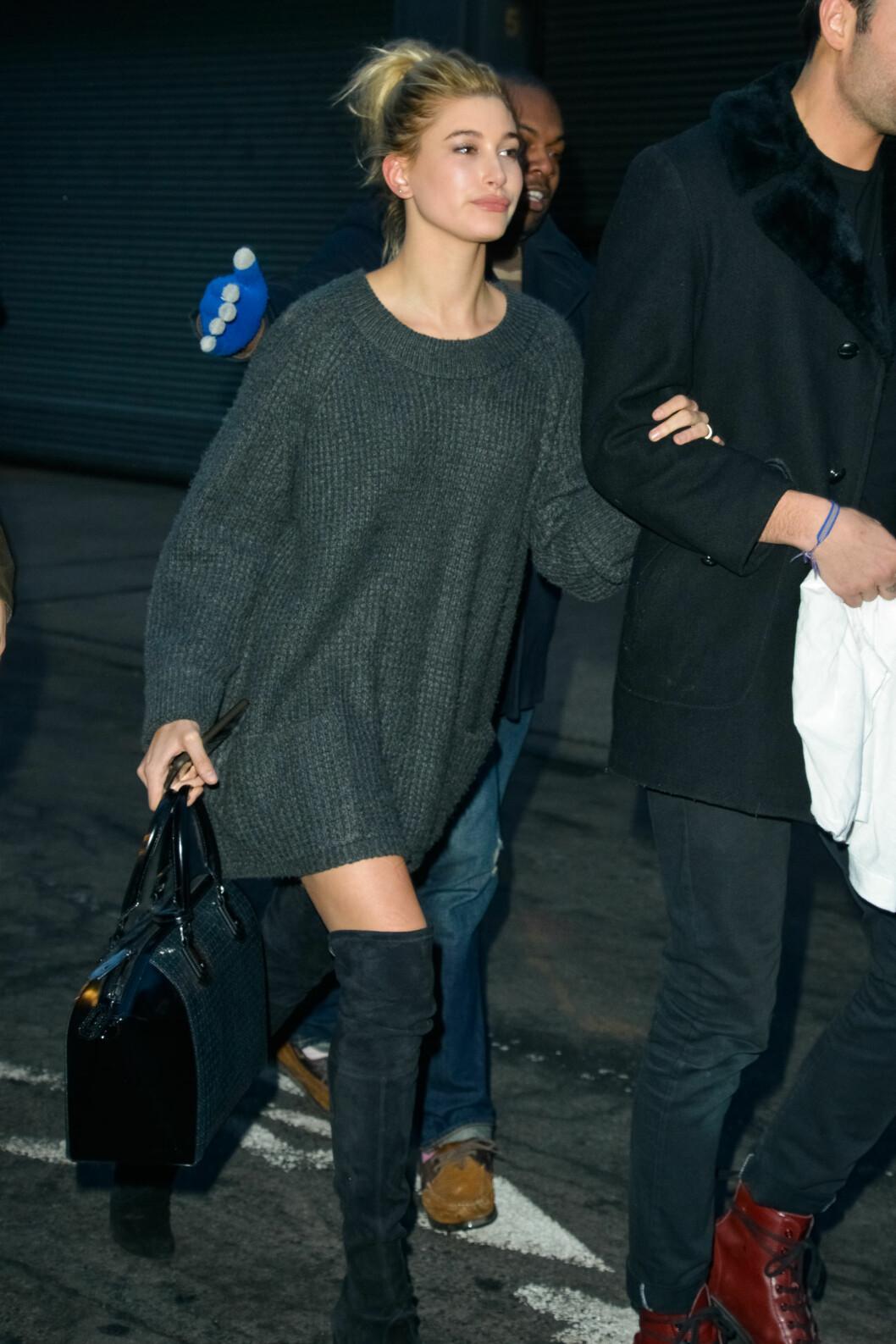 UNG SKJØNNHET: Alec Baldwins datter, modell Hailey Baldwin, er blitt koblet til Justin Bieber og er venninne av Kims halvsøster Kendall Jenner. Hun stilte også opp på visningen. Foto: MediaPunch/REX/All Over Press