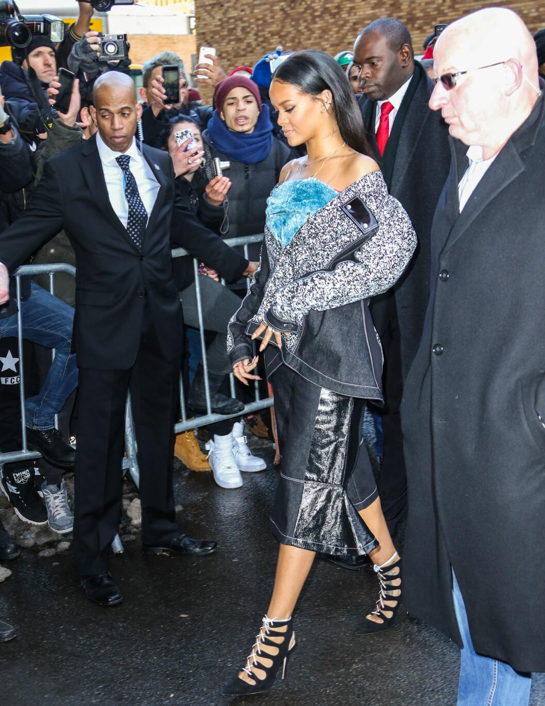 PARTNER: Kanye West bidrar på Rihannas nye singel «FourFiveSeconds» sammen med Paul McCartney. Popstjernen var en selvskreven gjest på Yeezy-visningen torsdag. Foto: Splash News/ All Over Press