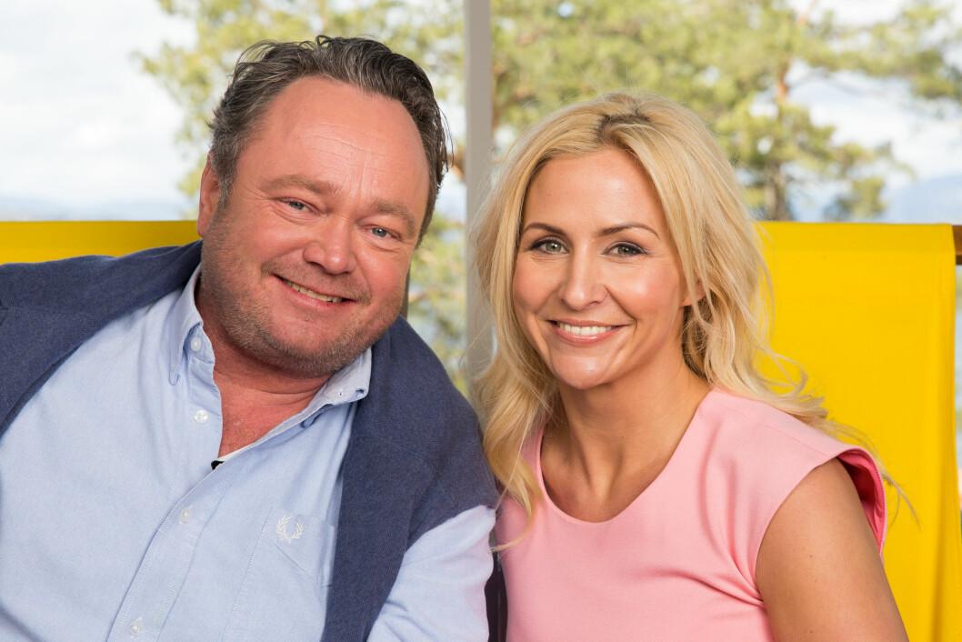 TV-MAKKERE: Fredrik Græsvik og Cathrine Fossum Hovdan har ledet «God sommer Norge»-sendingene på TV 2 denne uken. Mandag var Anna Rasmussen og datteren blant gjestene.  Foto: Espen Solli/ TV 2