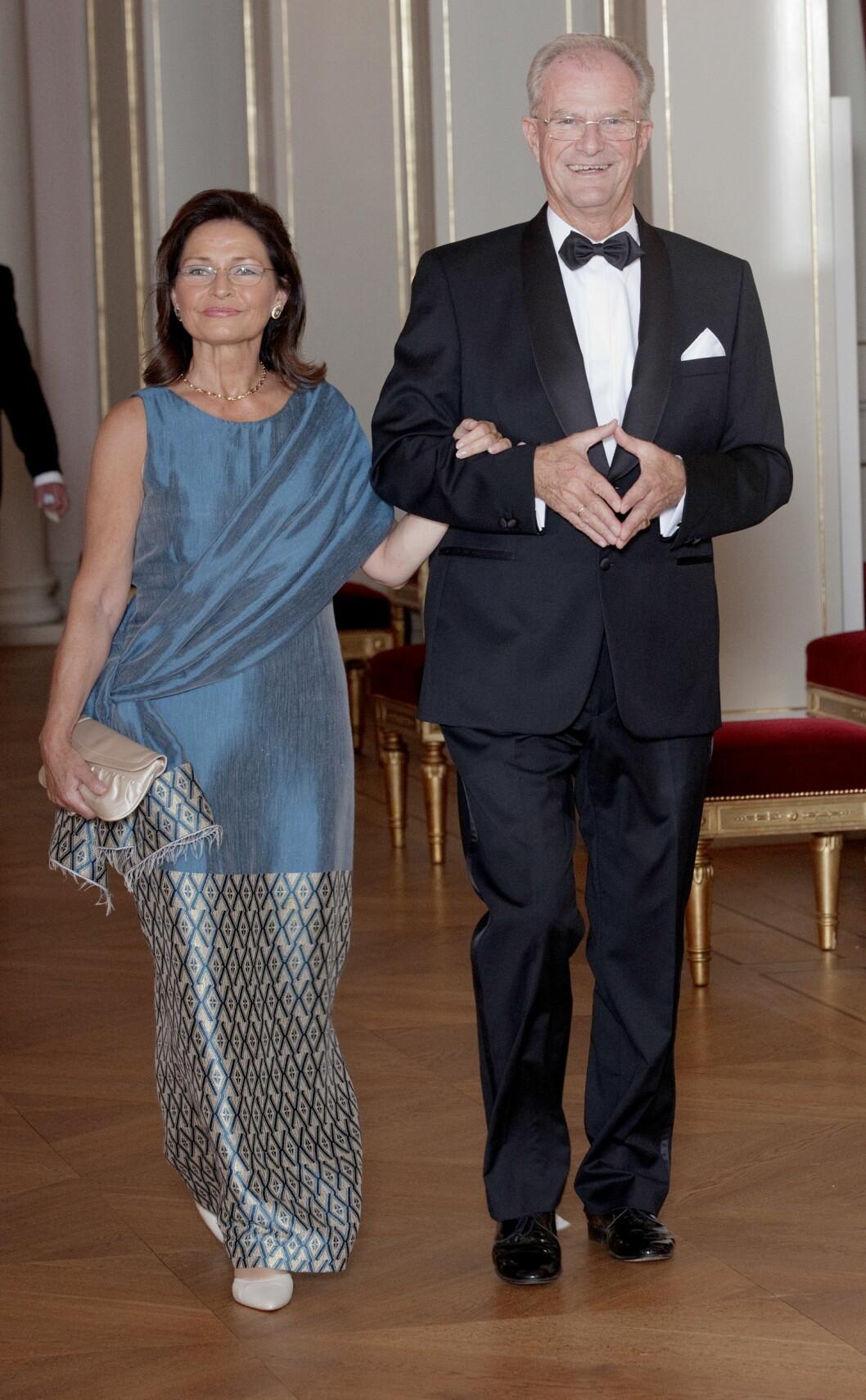 <strong>GODT GIFT:</strong> Einar Lunde og operasangerinnen Ellen Westberg Andersen har to barn sammen. Her ankommer de en gallamiddag på Slottet i anledning statsbesøk fra Sør-Afrika i 2011.  Foto: NTB scanpix