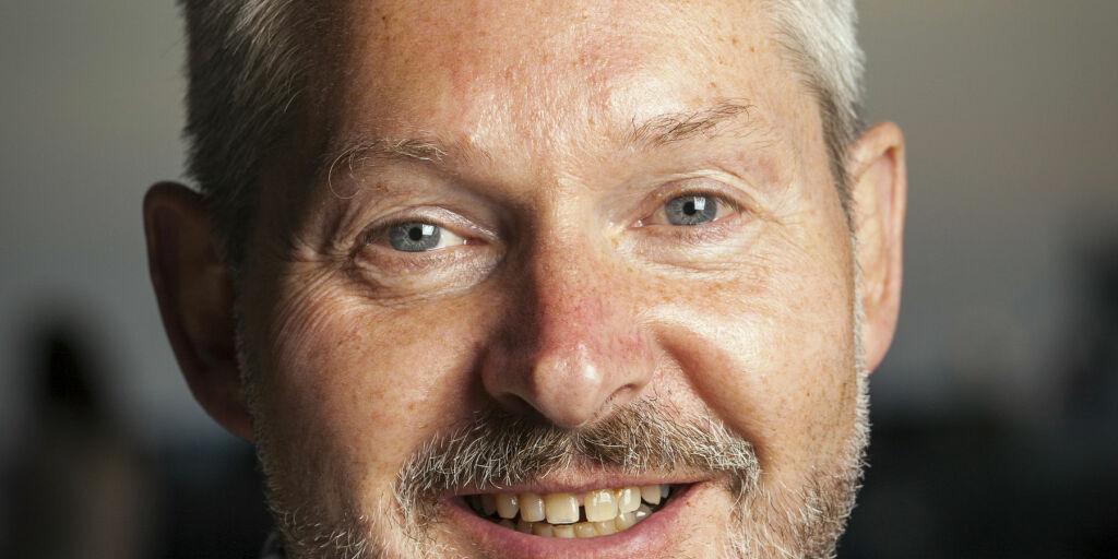 image: John Smits falt for kona i resepsjonen