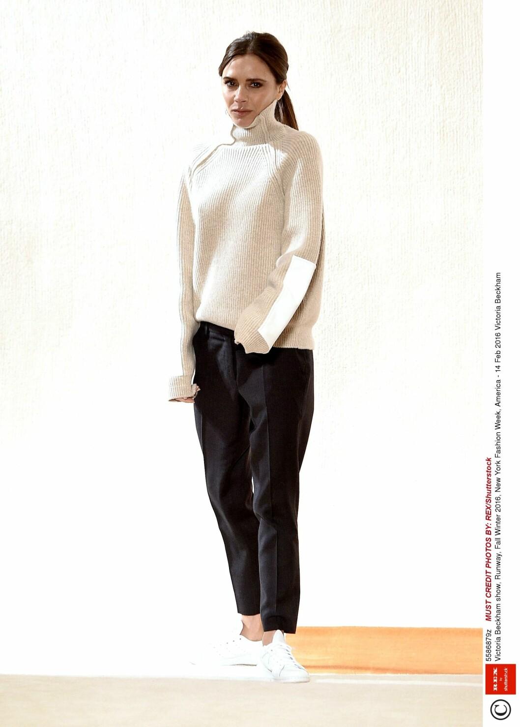 FLOTT UANSETT: Victoria Beckham ser like flott ut i flate sko som med høye hæler. Foto: Rex Features