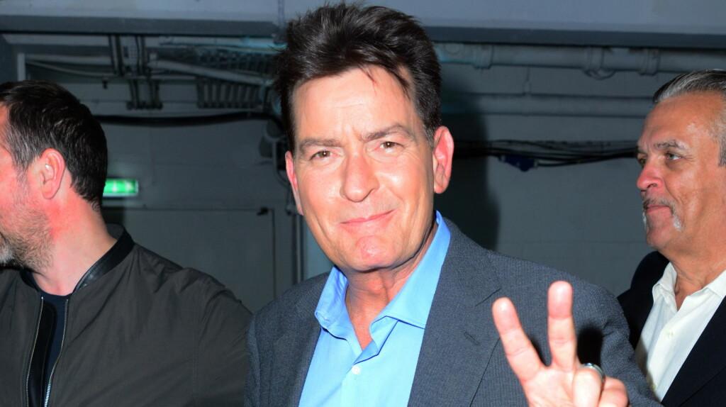 LIVET SMILER: Charlie Sheen har fått et nytt og mer meningsfullt liv etter at han sto frem som HIV-positiv.  Foto: wenn.com