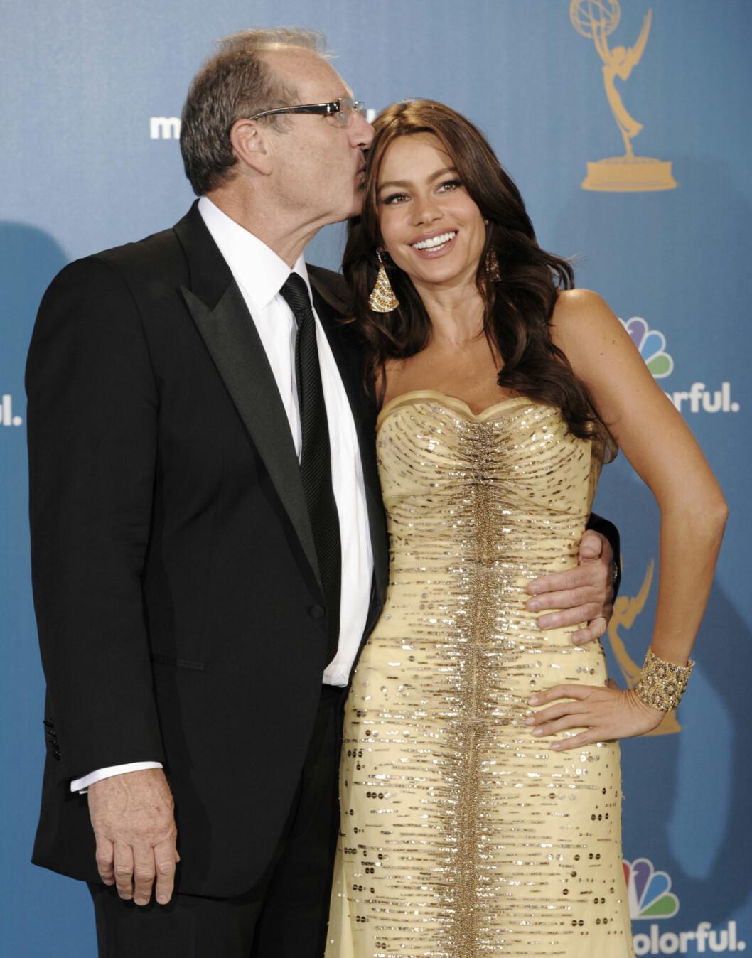 GODE VENNER: Ed O' Neill og Sofia Vergara spiller sammen i TV-serien «Modern Family». Foto: Ap