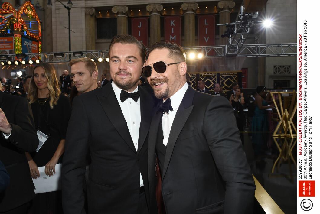 CELEBER FEST: Skuespiller Tom Hardy (t.h), som spilte mot Leonardo DiCaprio i «The Revenant», skal ha festet med prins Harry og Ellie Goudling. Her er Hardy og DiCaprio på Oscar-utdelingen sammen i februar.  Foto: Rex Features