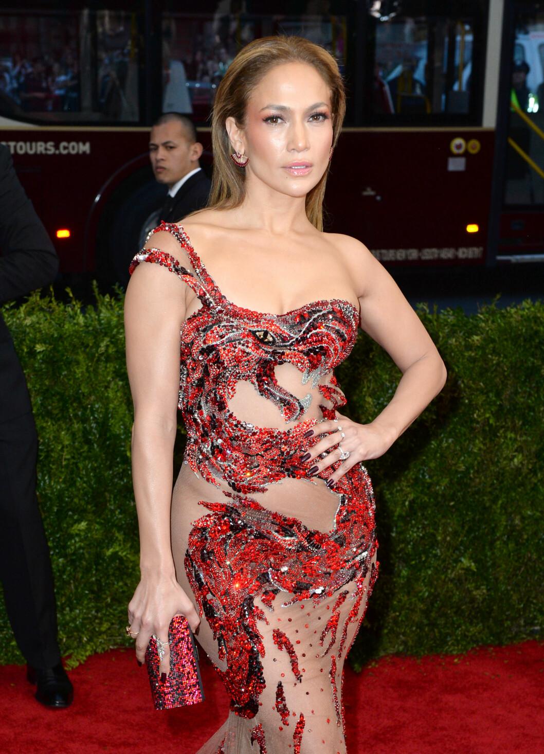 <strong>FORMFULL:</strong> Jennifer Lopez elsker å vise frem sin smekre kropp i tettsittende, gjennomsiktige kjoler. Foto: Pa Photos