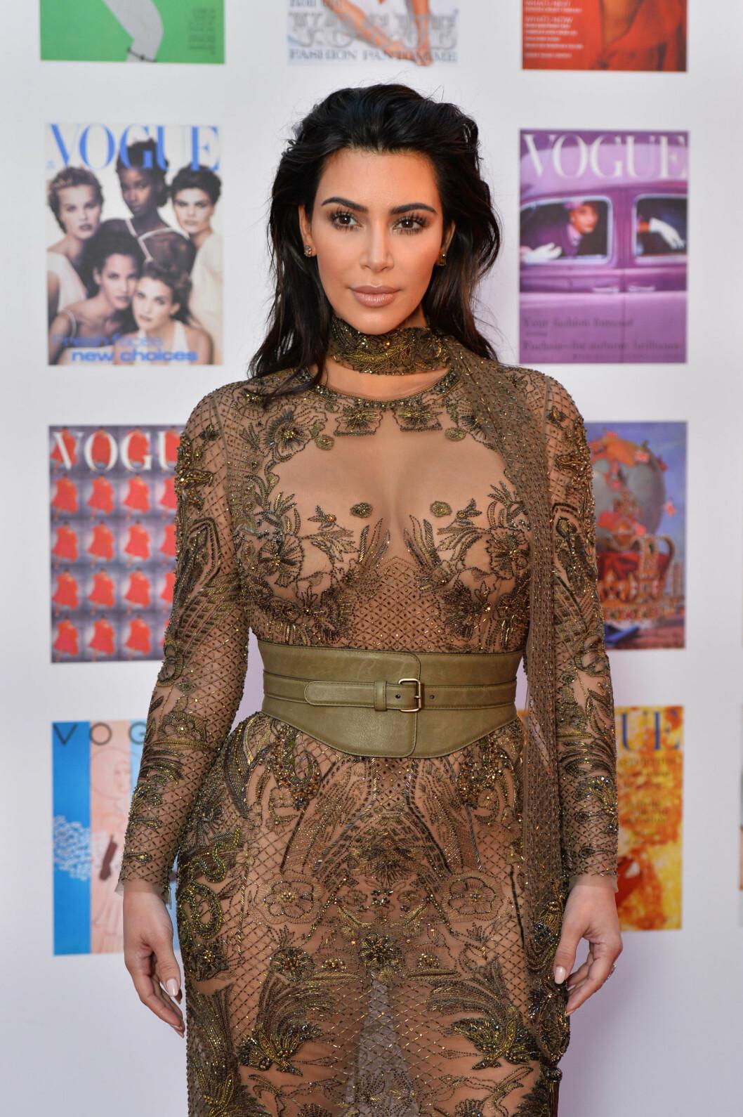 <strong>LEDER TROPPEN:</strong> Kim Kardashian er en av kjendiskvinnene som virkelig har gjort «naken-trenden» populær. Foto: Pa Photos
