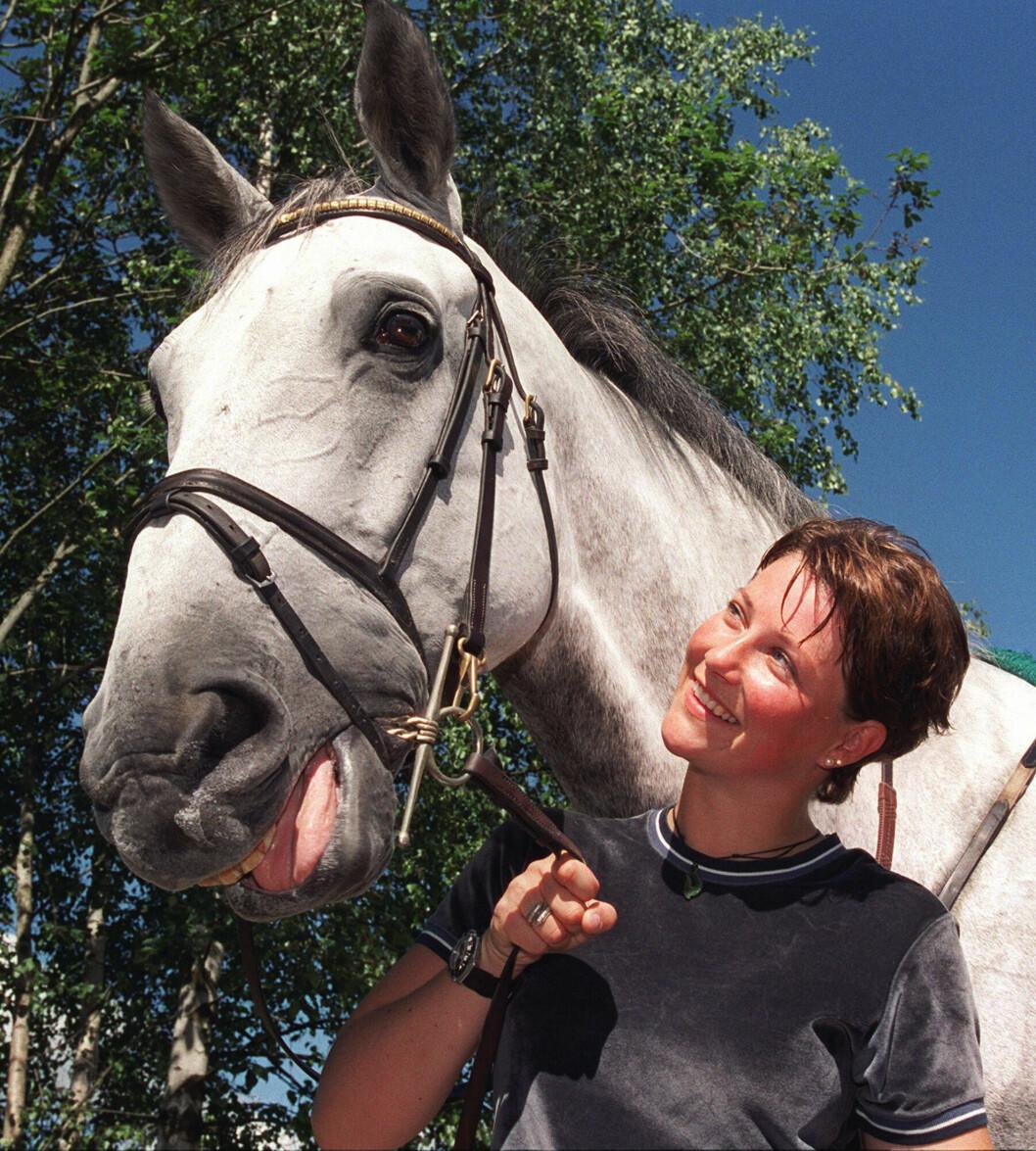 NÆRT FORHOLD: Prinsesse Märtha Louise md hesten Lenaro i 1999. Foto: NTB scanpix