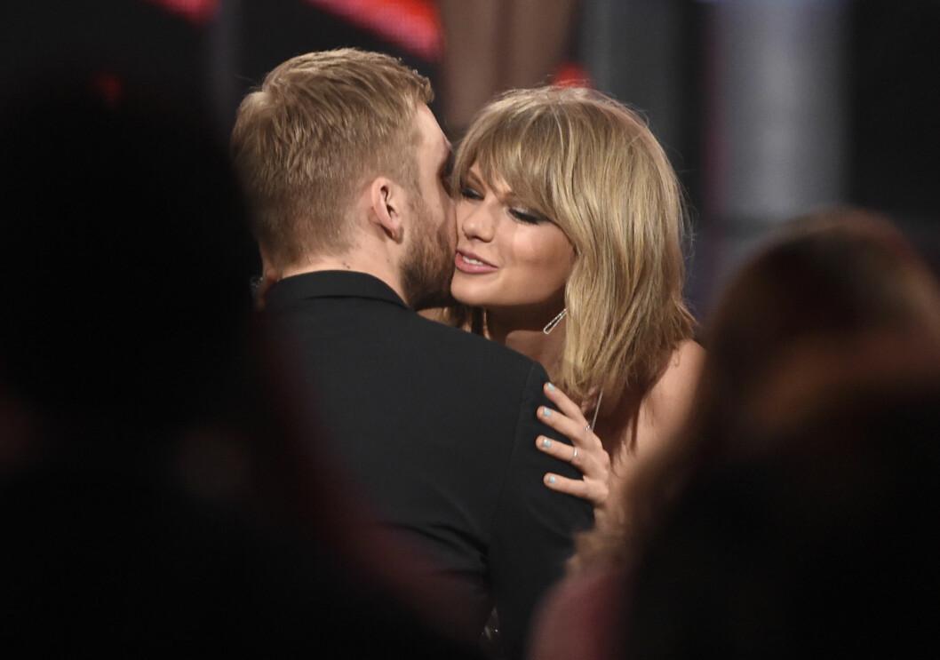 STORMFORELSKET: Under Billboard Music Awards i mai i fjor, viste stjerne-DJ'en og popstjernen sine varme følelser for hverandre for første gang.  Foto: Ap