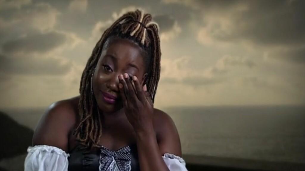 LEI SEG: Celester Adjete måtte ty til tårene da hun røk ut av «Paradise Hotel». Foto: tv3