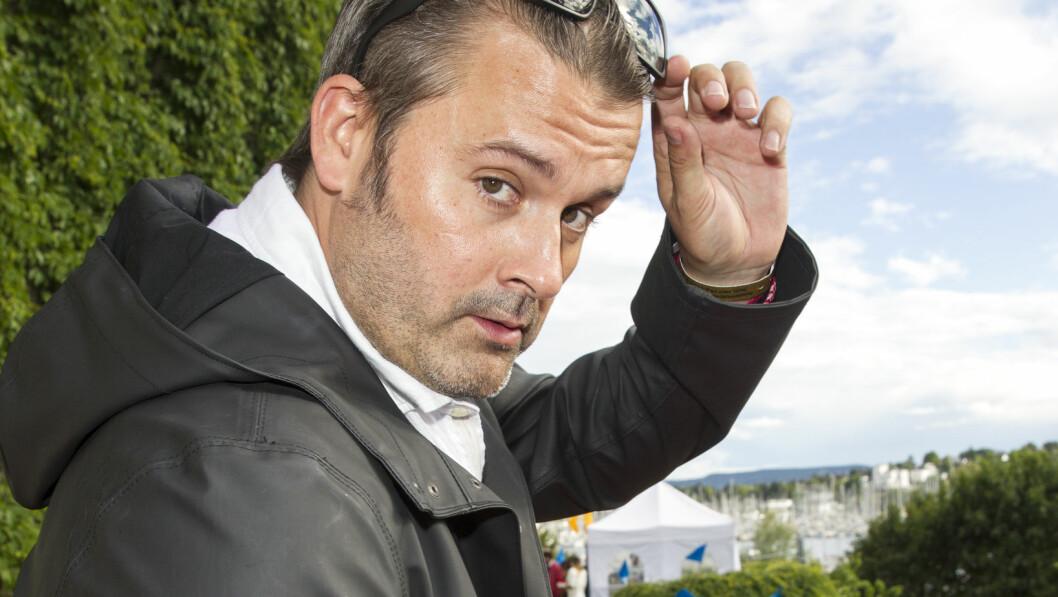 <strong>STADIG POPULÆR:</strong> Thomas Seltzer har trukket seere til «Trygdekontoret» på NRK3 i en årrekke. Denne uken har Seltzer og TV-programmet vinne sin fjerde Gullruten, men rockeren tror hørselen hans kan bli en utfordring fremover. Foto: Andreas Fadum