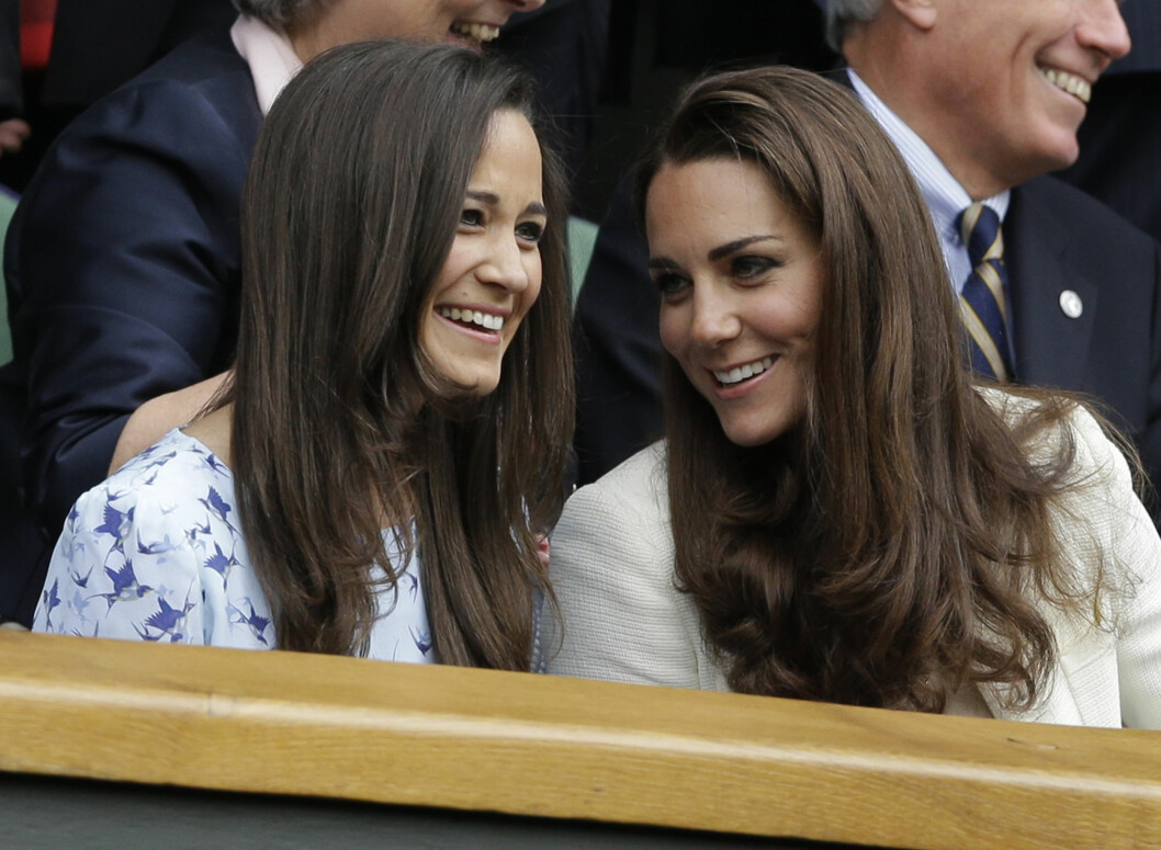 GODE VENNER: Pippa var forlover da storesøster Kate (t.h) giftet seg med prins William i april 2011. Her er søstrene avbildet sammen på Wimbledon i juli 2012.  Foto: Ap