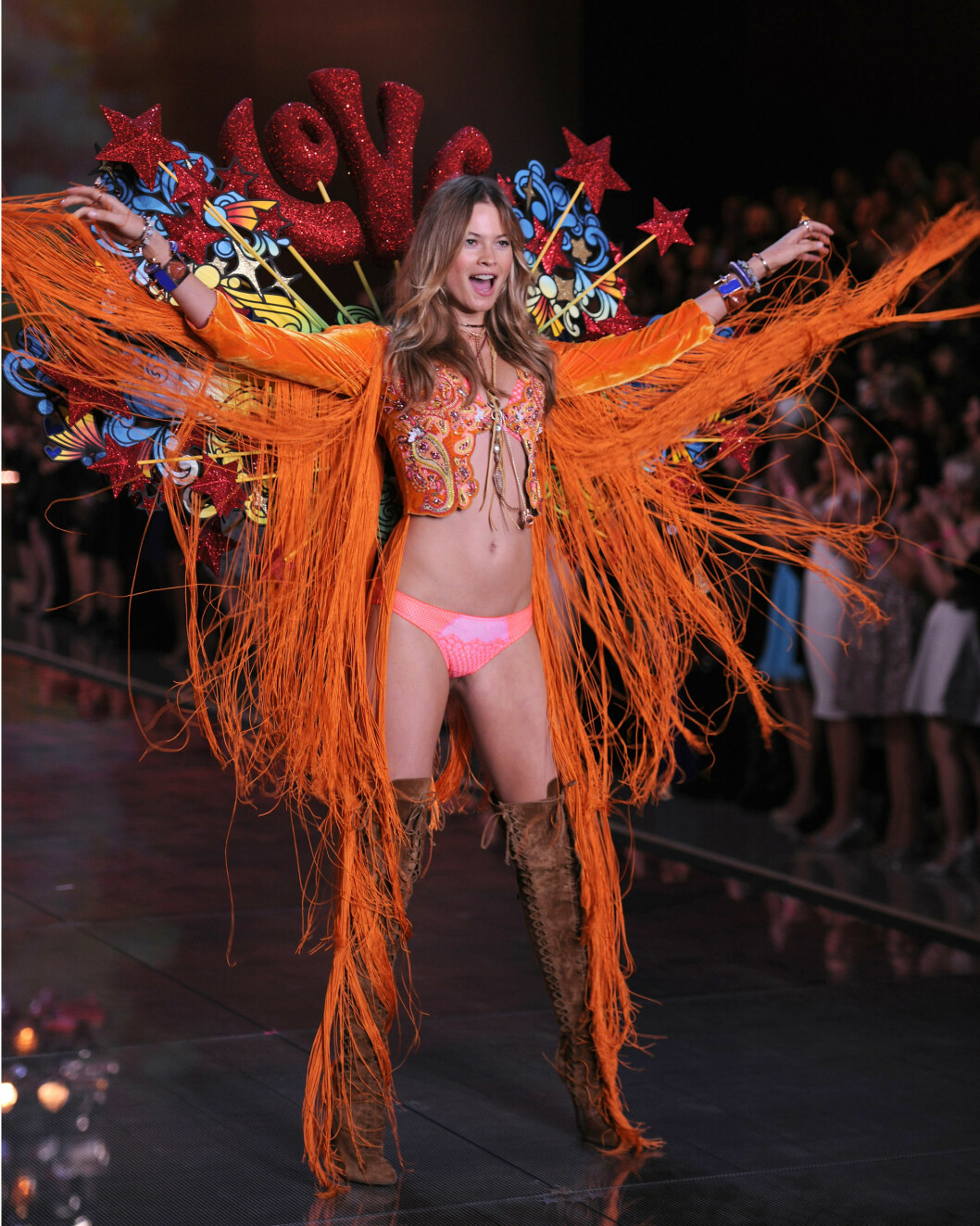 SUPERMODELL: Behati Prinsloo i aksjon under Victorias Secret-showet i New York før jul i 2015. Foto: Splash News
