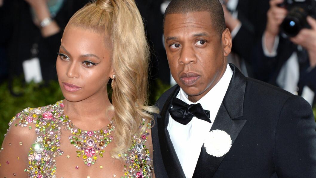 OPP- OG NEDTURER: Den yngre kusinen til Beyoncé Knowles hevder at popstjernen og ektemannen Jay Z har gått fra hverandre i hemmelighet flere ganger de senere årene. Her er ekteparet sammen på Met-gallaen i 2015. På årets galla, som ble arrangert i New York 2. mai, var ikke Jay Z å se ved Beyoncés side.  Foto: Pa Photos