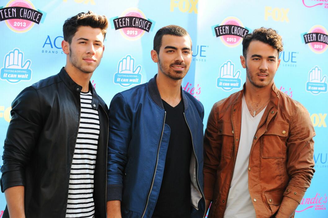 POPULÆRE BRØDRE: Nick Jonas (t.v) ble verdenskjent gjennom popgruppen «The Jonas Brothers» sammen med brødrene sine Joe og Kevin Jonas.  Foto: Ap