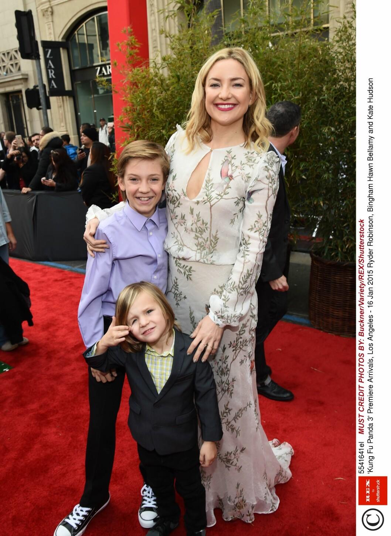 VILTER MOR: Kate Hudsom har sønnene Ryder og Bingham fra to tidligere forhold, og åpnet seg nylig om hvordan hun er som mor.  Foto: Rex Features