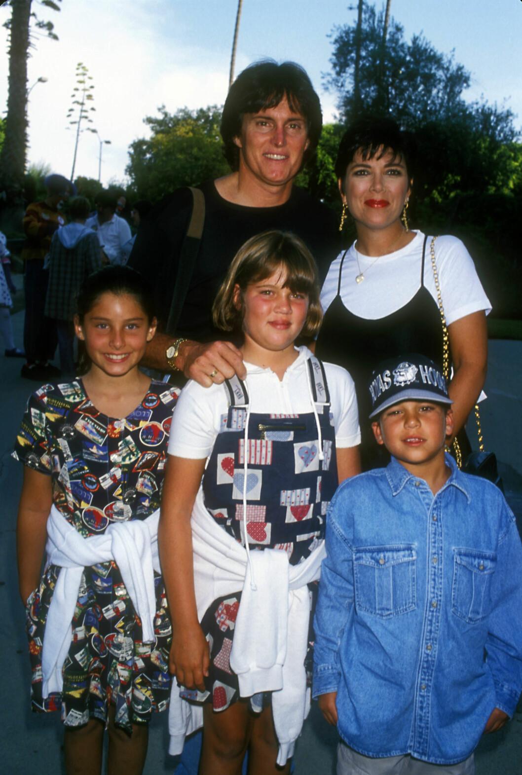 DEN GANG: Bruce Jenner (nå Caitlyn) og Kris giftet seg i 1991. På bildet står en ung Khloé Kardashian i midten.  Foto: Zuma Press