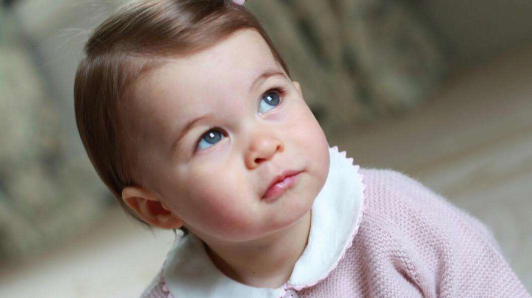 SJARMTROLL: Mandag 2. mai fyller britenes yngste prinsesse ett år. Bildene er tatt av hennes mor, hertuginne Kate.  Foto: Reuters
