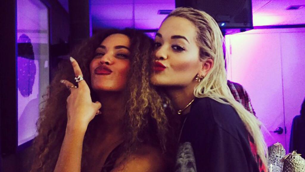 RAMMET AV UTRORYKTER: Rita Ora avviser at hun har hatt en affære med Beyoncé Knowles' ektemann Jay Z, etter at flere fans startet en rykteflom rundt henne. Her er Beyoncé og Rita fotografert sammen ved en tidligere anledning. Foto: Xposure