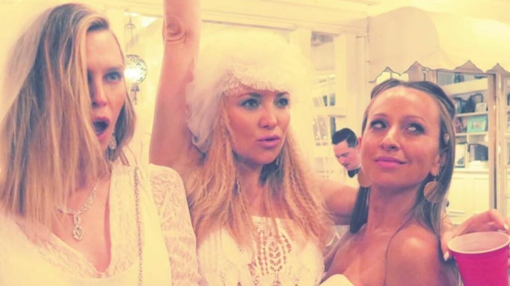 ELLEVILL FEST: Skuespiller Sara Foster, Kate Hudson og smykkedesigner Jennifer Meyer viste frem sine beste bryllupsinspirerte antrekk da Hudson feiret bursdagen sin i helgen.  Foto: Skjermdump Instagram