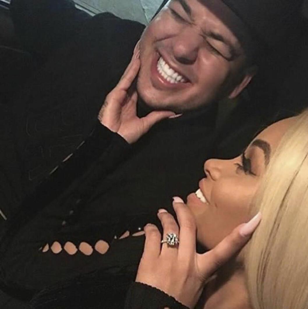 FORELSKET: Robert Kardashian og Blac Chyna legger ikke skjul på at de gleder seg til å bli mann og kone. Foto: Scanpix