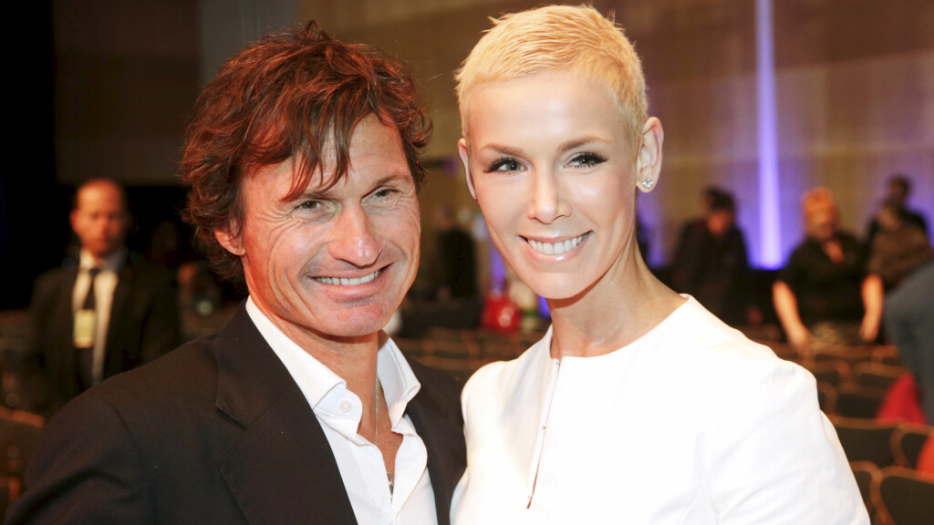 LEGGES INN IGJEN: Gunhild Stordalen, som er gift med hotellkongen Petter Stordalen, skal gjennomgå en ny runde med behandling for sykdommen diffus kutan systemisk sklerose. Her er paret på EAT Stockholm Food Forum 2015. Foto: NTB scanpix