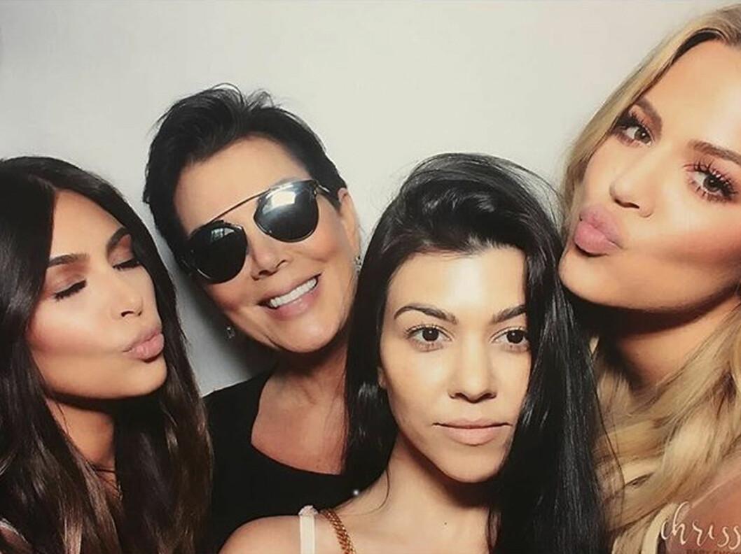 <strong>VERDESNKJENTE:</strong> I realityserien «Keeping Up With the Kardashians» deler Kim, Kris, Kourtney og Khloe gledelig fra livets opp- og nedturer. Foto: NTB Scanpix