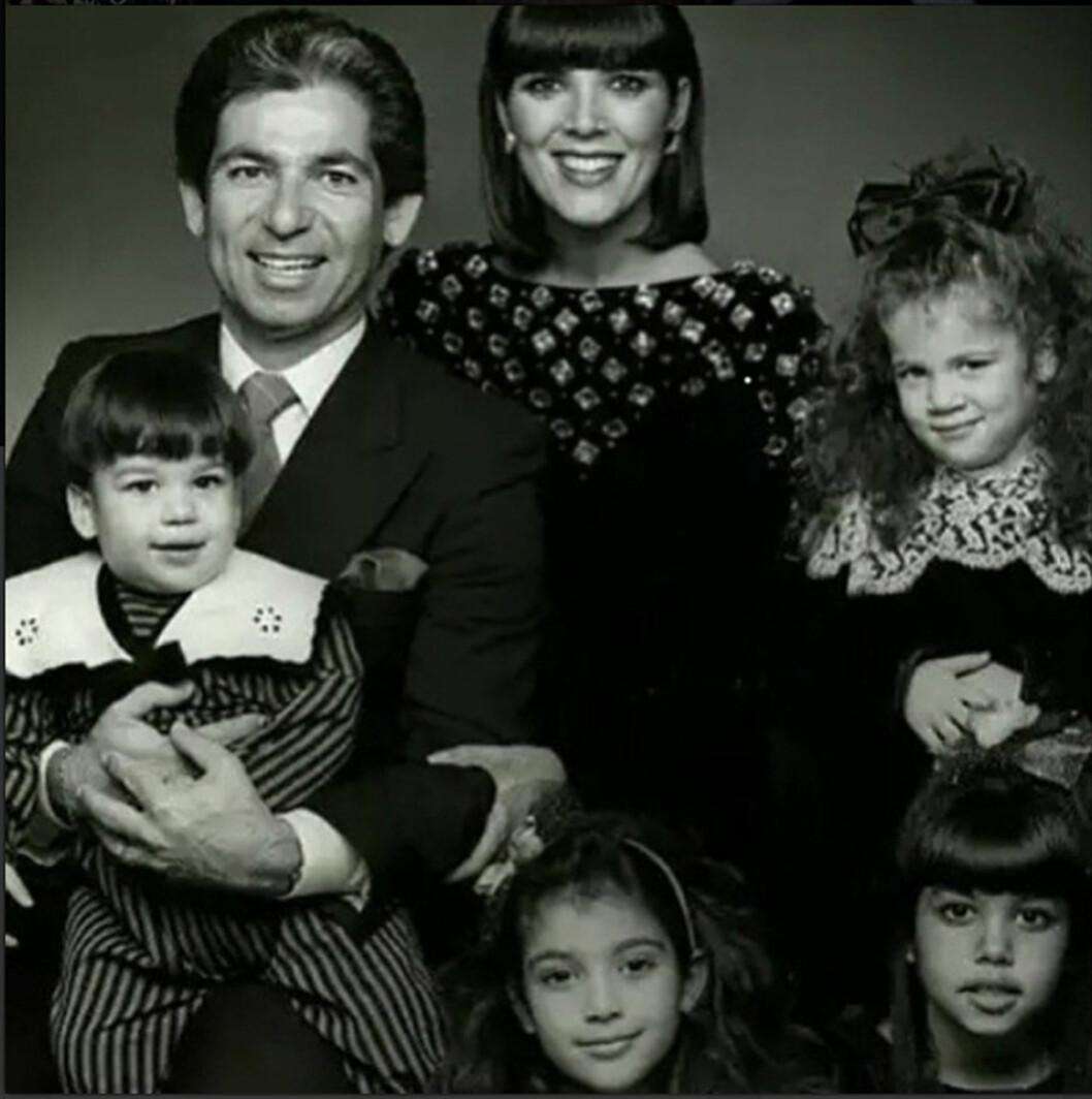 <strong>FAMILIEBILDE:</strong> Robert Kardashian fikk barna Kourtney, Kim, Khloe og Rob da han var gift med Kris. Paret skilte seg i 1991, og han døde av kreft i 2003. Foto: Xposure