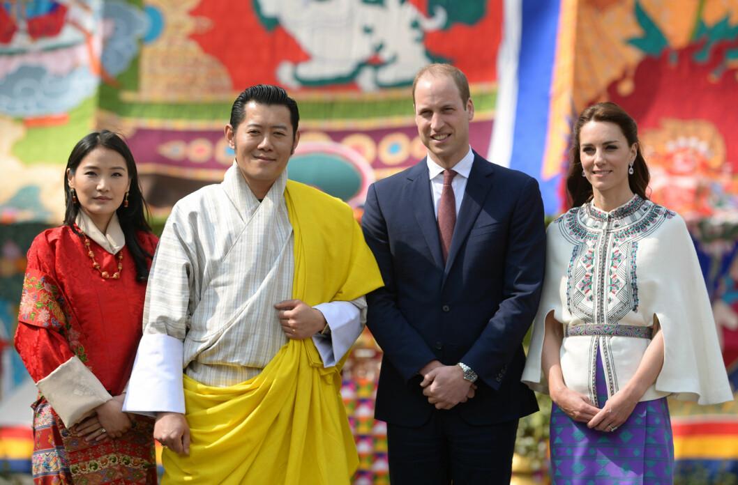 KONGELIG MØTE: Det britiske hertugparet møtte kong Jigme Khesar Namgyel Wangchuck og dronning Jetsun Pema av Bhutan på det buddhistiske klosteret Tashichho Dzong i hovedstaden Thimphu torsdag. Foto: Pa Photos