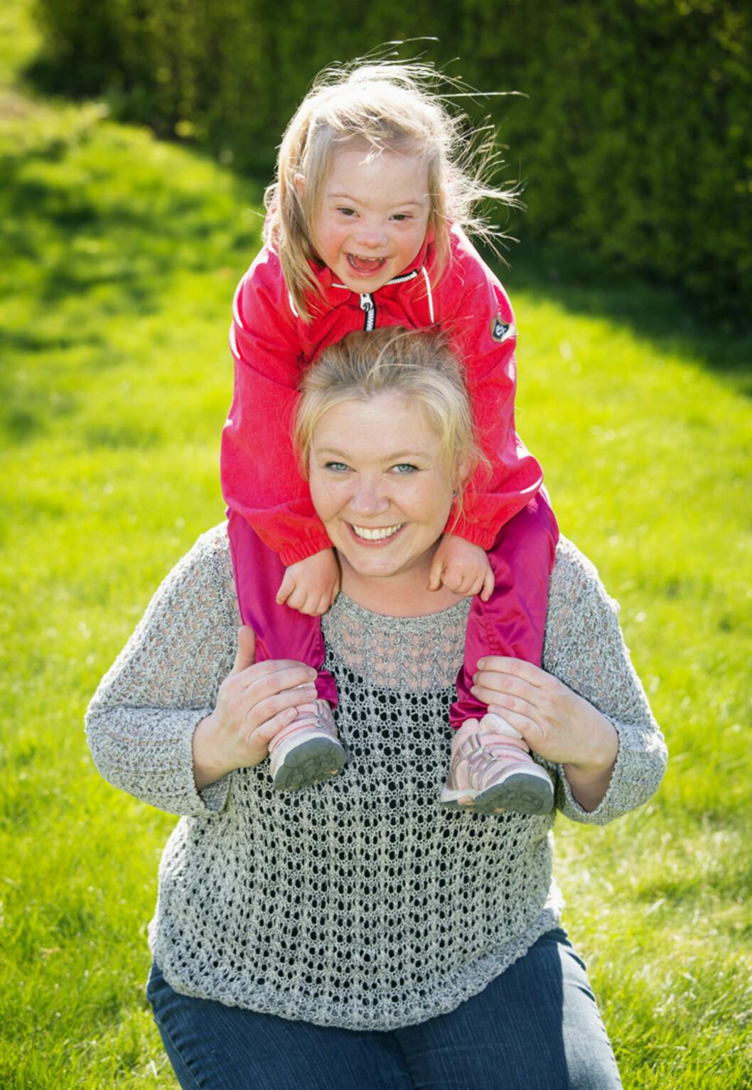 <strong>ENGSTELIG:</strong> Lea var engstelig da hun skjønte at Pia skulle bli storesøster. Hun var redd for å få nok et barn som måtte hjerteopereres. Foto: TOR LINDSETH/SE OG HØR