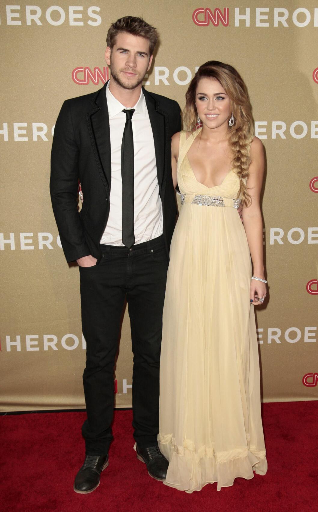PENT PAR: Miley tok med seg kjæresten Liam Hemsworth da hun gjestet en prisutdeling i 2011. Foto: Reuters